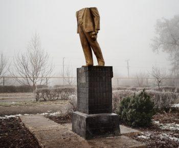 KOTOVSK - PARC DES CHEMINOTS - 19 DÉCEMBRE 2013 - 14H39 La statue de Lénine a été détruite dans la nuit du 8 au 9 Décembre 2013. KOTOVSK - CHEMINOTS PARK- DECEMBER 19 2013 - 2:39PM The Lenin statue was destroyed in the night of December 8-9, 2013.